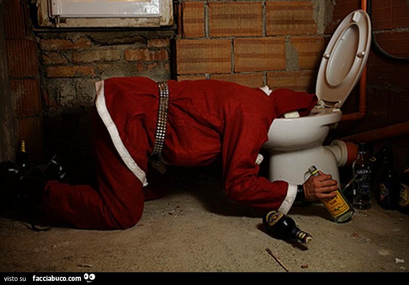 Babbo Natale Ubriaco.Babbo Natale Ubriaco E Vomita Dentro Il Water Facciabuco Com