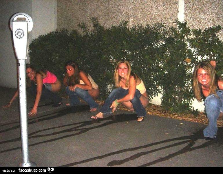 Peeing wild Girls