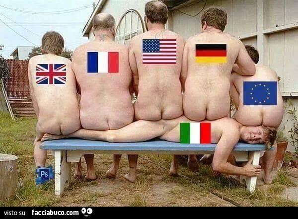 Uomini nudi di vari paesi seduti sopra uomo nudo Italiano condiviso da  viccek60 - Facciabuco.com
