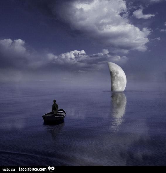Mezza Luna Sul Mare Con Barca Facciabucocom