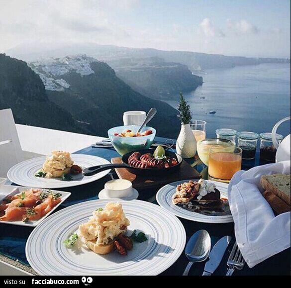 Una splendida colazione dalla montagna con vista mare for Buongiorno con colazione